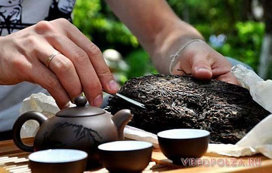 Пуэр - это темный чай, настоящая гордость Китая. Он встречается в рассыпном и спрессованном виде