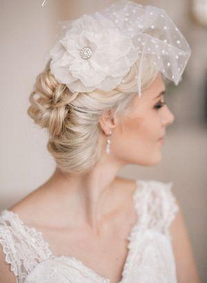 Прекрасно дополнит образ невесты фата-вуалетка. Фото с сайта elstile-spb.ru