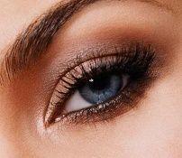 Dan make-up za srednje plave oči