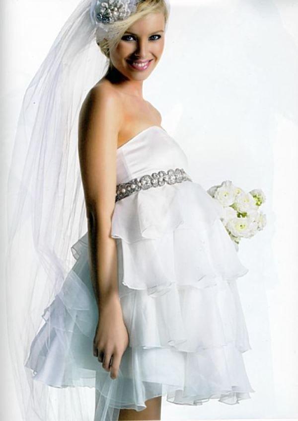 mladine vjenčanicu može biti bujna i kratak kao na ovoj fotografiji