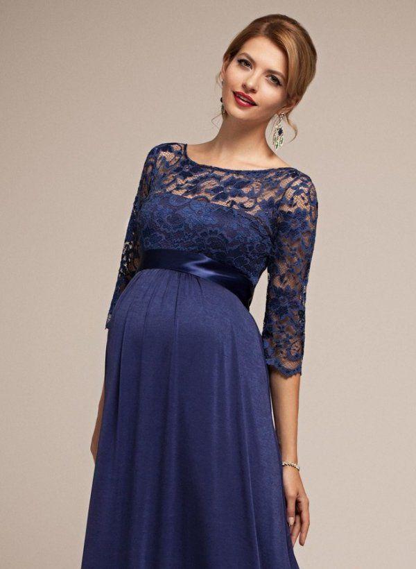 Fotografije navečer leti tamnoplavoj haljini s pojasom ispod grudi. To je svestran stil za trudnice