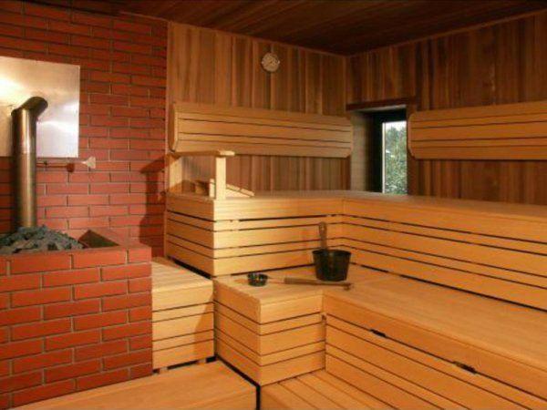 Ruski para soba s pečjo, okrašena z opeko