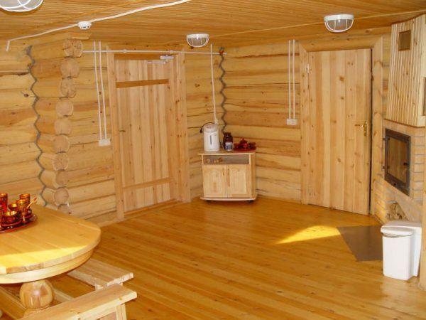 Primer salonih kaseta v lesa opažev z rokami