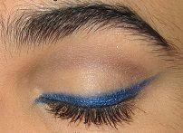 Как нарисовать стрелки на глазах синим карандшом