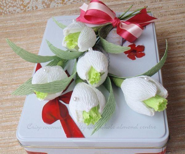 Коробка конфет с подснежниками. Фото с сайта http://content.podarki.ru/