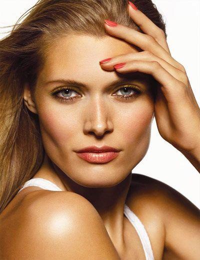 Kafa i zlatni make-up za plave oči
