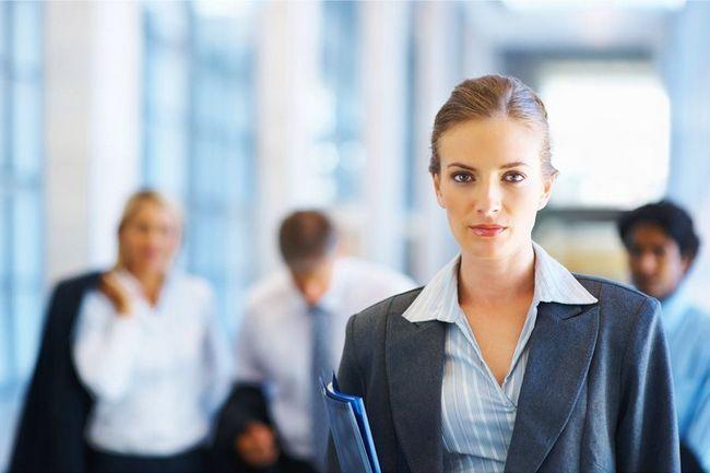 Ženske obleke za pisarno - ali se pritoži na pravila oblačenja?
