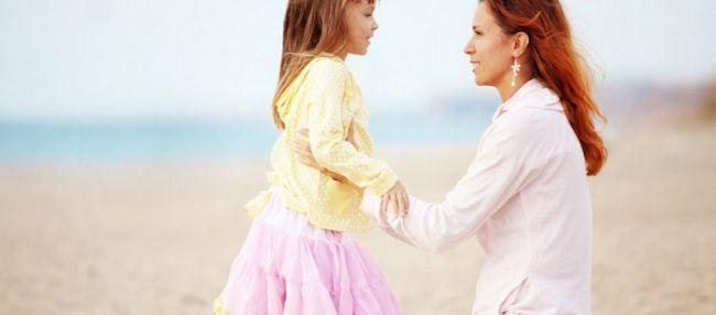 Признаки первых месячных у девочек: какие симптомы?