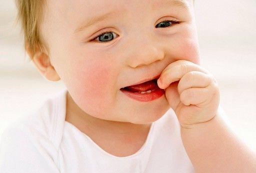 Прорезывание зубов у детей - как помочь малышу?