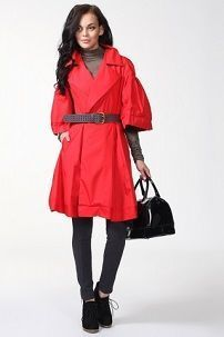 Ženski crveni plašt sa tamnim nijansama odjeća