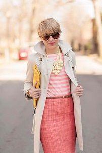 Ženski bijele ogrtač koralnim nijansama odjeće