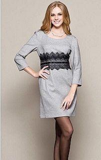 Платье-футляр с ниткой жемчуга