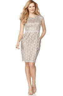 Вечернее кружевное платье-футляр для полных с пайетками
