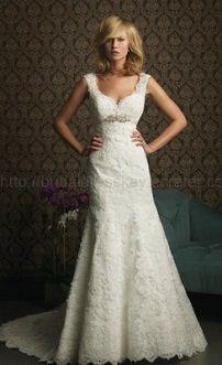 Белое свадебное платье-футляр с кружевом