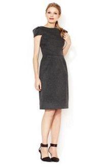 Платье-футляр с миниатюрным рукавом