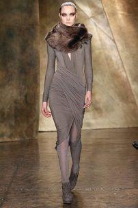 Siva zimska haljina sa fur okovratnik