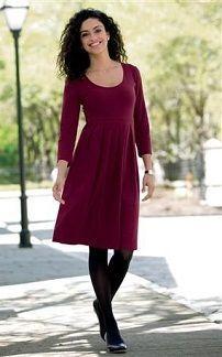 Короткое однотонное вязаное платье
