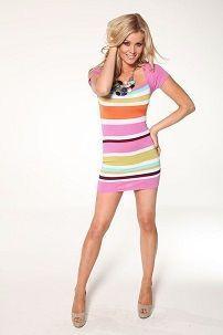 Короткое разноцветное вязаное платье