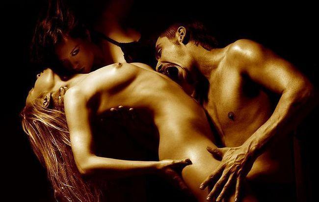Секс втроём (ЖМЖ): суть, последствия, негласные правила
