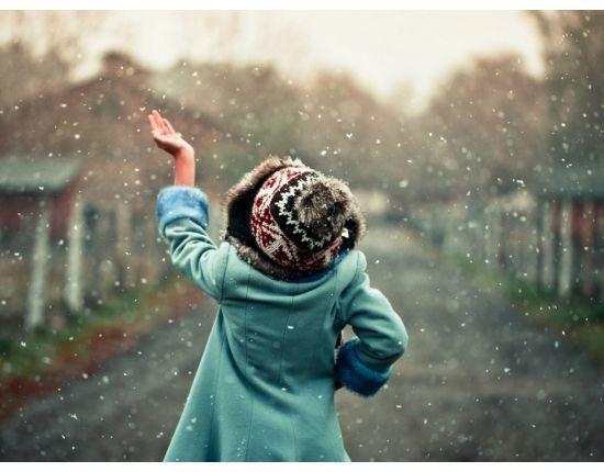 В каждой девушке зимой просыпается Снегурочка