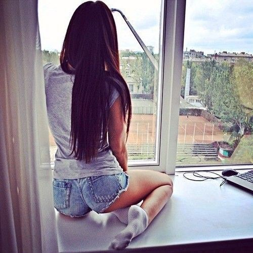 «Одна, скучаю, жду тебя!»