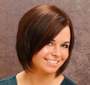 Стрижка на средние волосы каре
