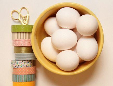 клейкая лента и яйца